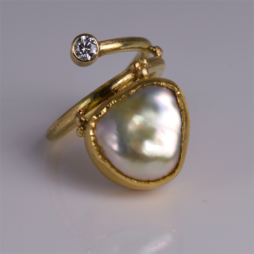 Ring: 18k, South Sea pearl, twvvs diamond