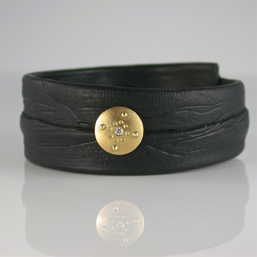 Bracelet; kangaroo leather, 18k, diamond