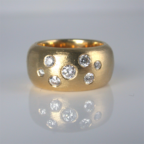 Ring: 18k, twvvs diamonds