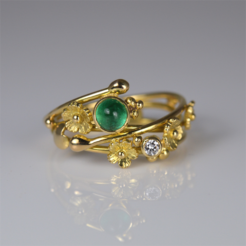 Ring: 18k, emerald, twvvs diamond