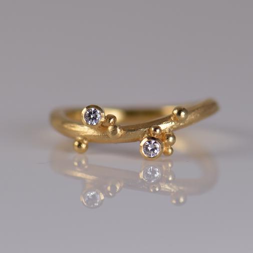 Ring: 18k gold, twvvs diamonds