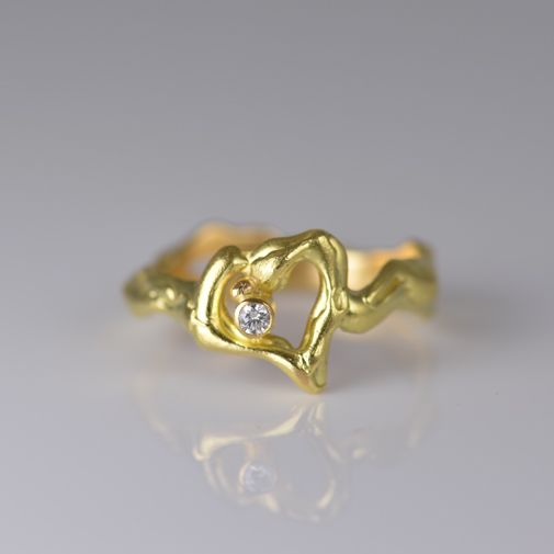 Ring: 18k, twvvs diamond