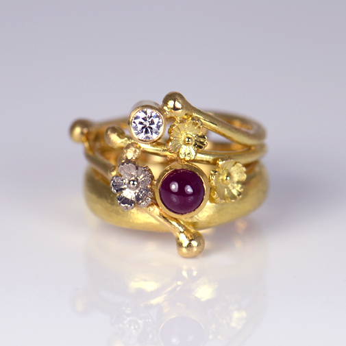 Ring: 18k, twvvs diamond, ruby