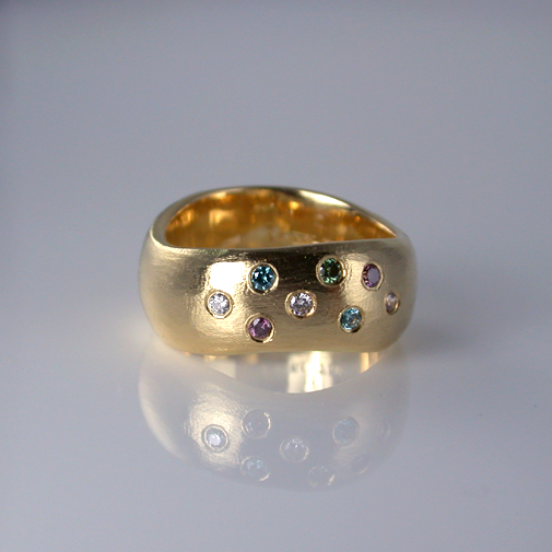 Ring: 18k, diamonds