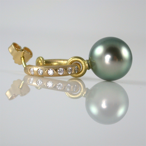 18k, twvvs diamonds, tahti pearl