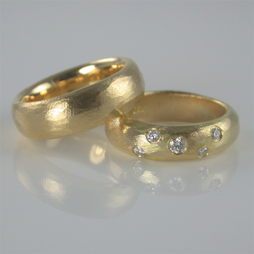 Rings: 18k gold, diamonds twvvs