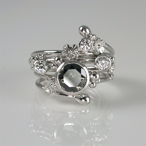 Ring; 18k white gold, black diamond, diamonds twvvs