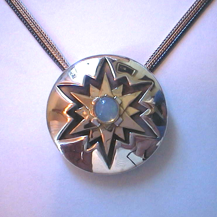 """Inka"" Shield: 18k, 925, opal"