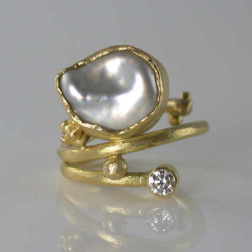 Ring; 18k, keshi pearl, twvvs diamond