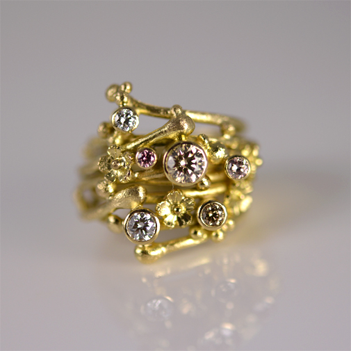Ring: 18k, diamonds