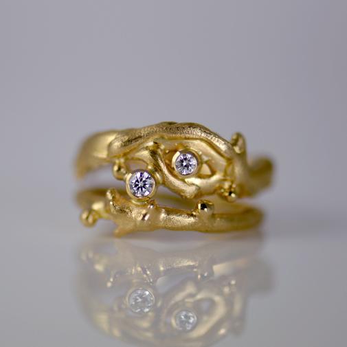 Ring: 18k, twvvs diamonds