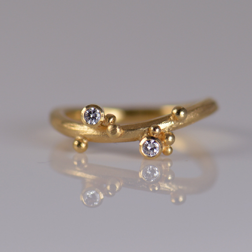 Ring: 18k gold, twvvs diamonds