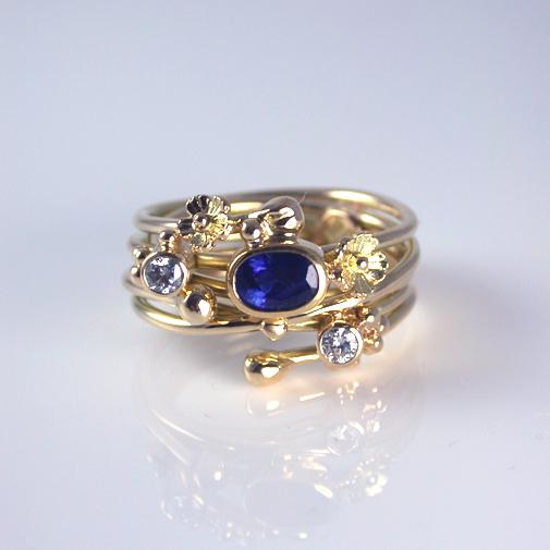 Sapphire Ring: 18k, twvvs diamonds, sapphire