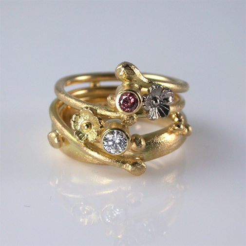 Ring: 18k gold, pink diamond;diamond twvvs