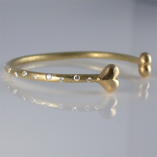 Bracelet: 18k, twvvs diamonds